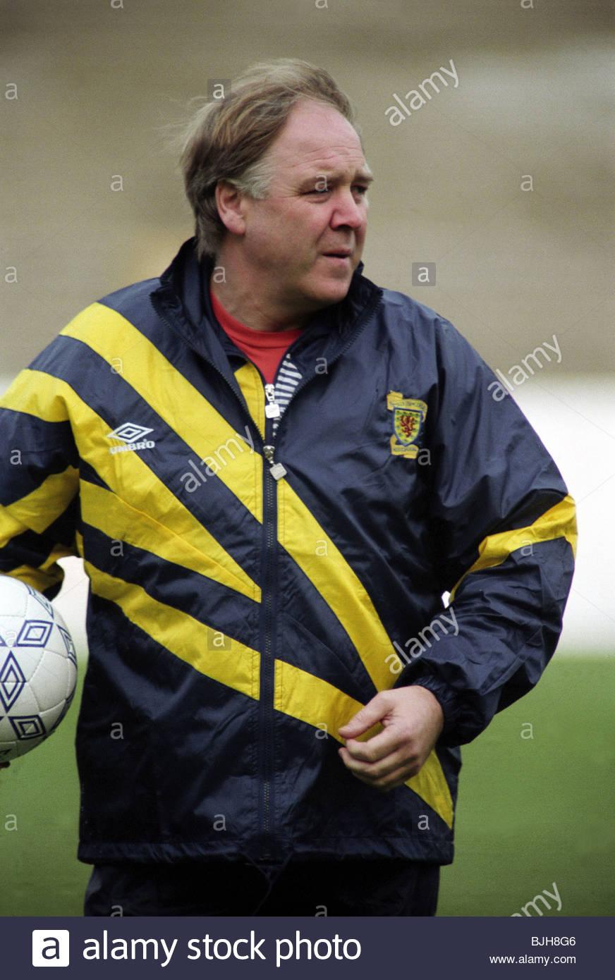 1992/1993 SCOTLAND TRAINING Scotland assistant manager Craig Brown - Stock Image