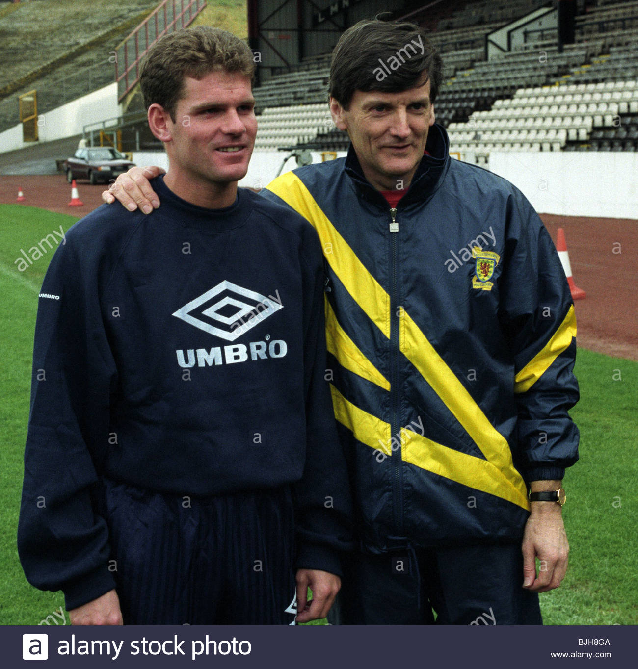 1992/1993 SCOTLAND TRAINING Scotland manager Andy Roxburgh (right) with Ian Durrant - Stock Image