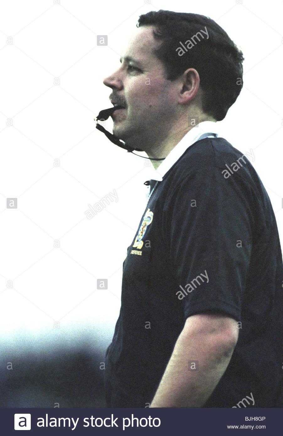 14/11/92 SCOTTISH PREMIER DIVISION AIRDRIE v ST JOHNSTONE (0-2) BROOMFIELD - AIRDRIE Referee Jim Herald - Stock Image