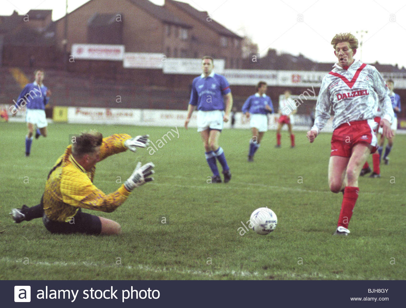 14/11/92 SCOTTISH PREMIER DIVISION AIRDRIE v ST JOHNSTONE (0-2) BROOMFIELD - AIRDRIE Airdrie striker Andy Smith - Stock Image