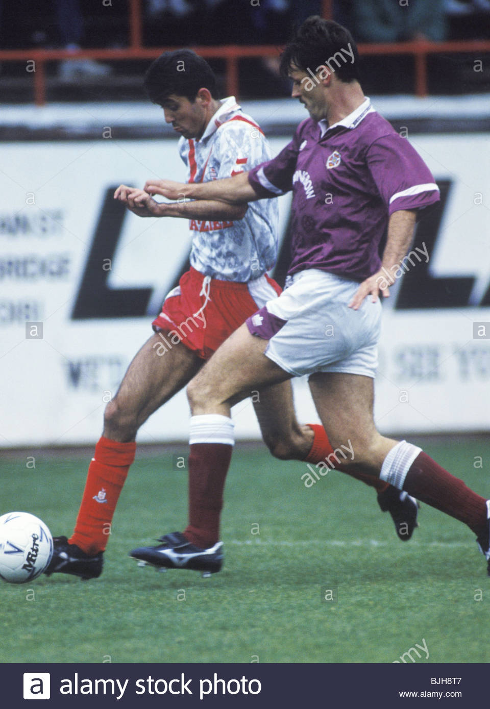 26/09/92 SCOTTISH PREMIER DIVISION AIRDRIE v HEARTS (1-0) BROOMFIELD - AIRDRIE Owen Coyle (left) tries to break - Stock Image