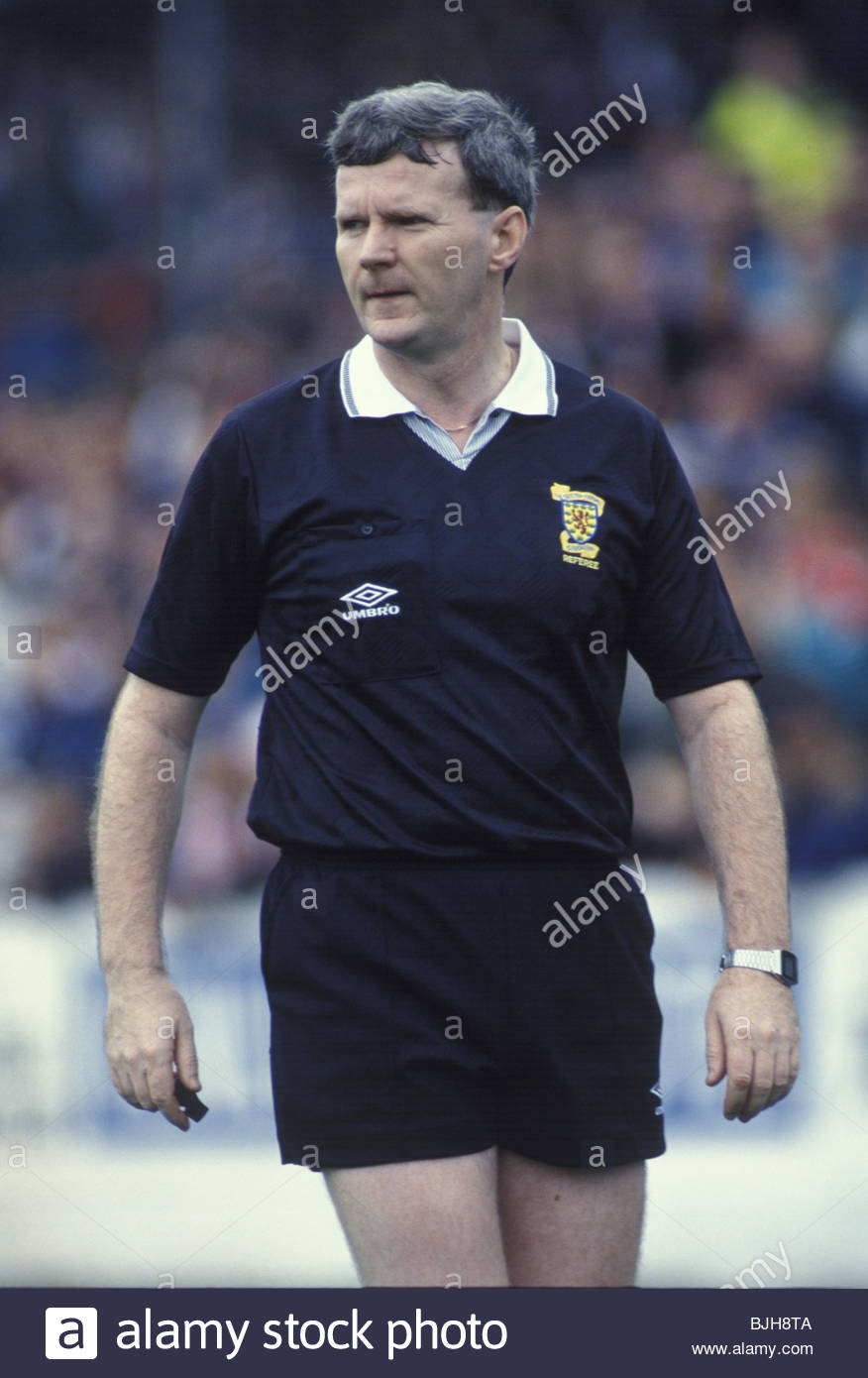 26/09/92 SCOTTISH PREMIER DIVISION AIRDRIE v HEARTS (1-0) BROOMFIELD - AIRDRIE Referee Bill Innes - Stock Image