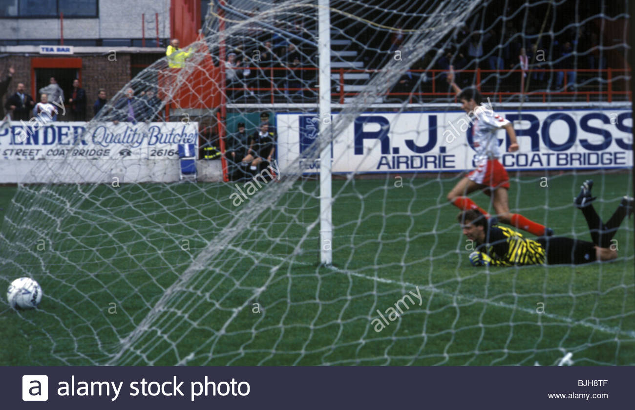 26/09/92 SCOTTISH PREMIER DIVISION AIRDRIE v HEARTS (1-0) BROOMFIELD - AIRDRIE Owen Coyle wheels away to celebrate - Stock Image