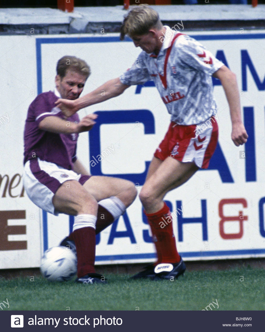 26/09/92 SCOTTISH PREMIER DIVISION AIRDRIE v HEARTS (1-0) BROOMFIELD - AIRDRIE Andy Smith (left) tussles with Hearts - Stock Image