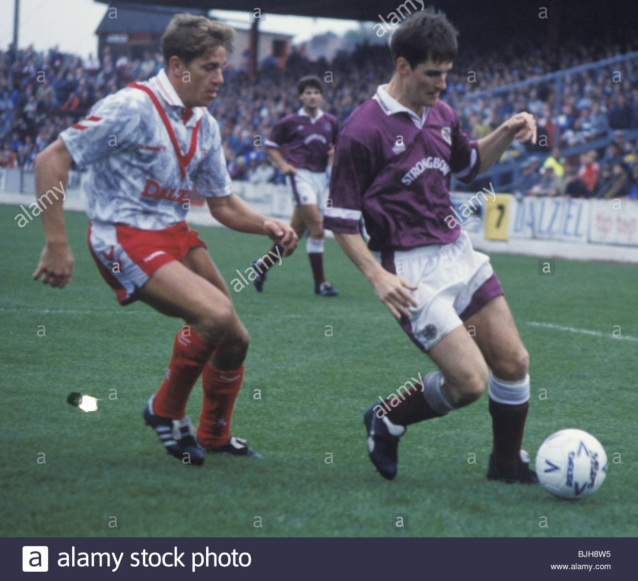 26/09/92 SCOTTISH PREMIER DIVISION AIRDRIE v HEARTS (1-0) BROOMFIELD - AIRDRIE Evan Balfour (left) challenges Hearts - Stock Image