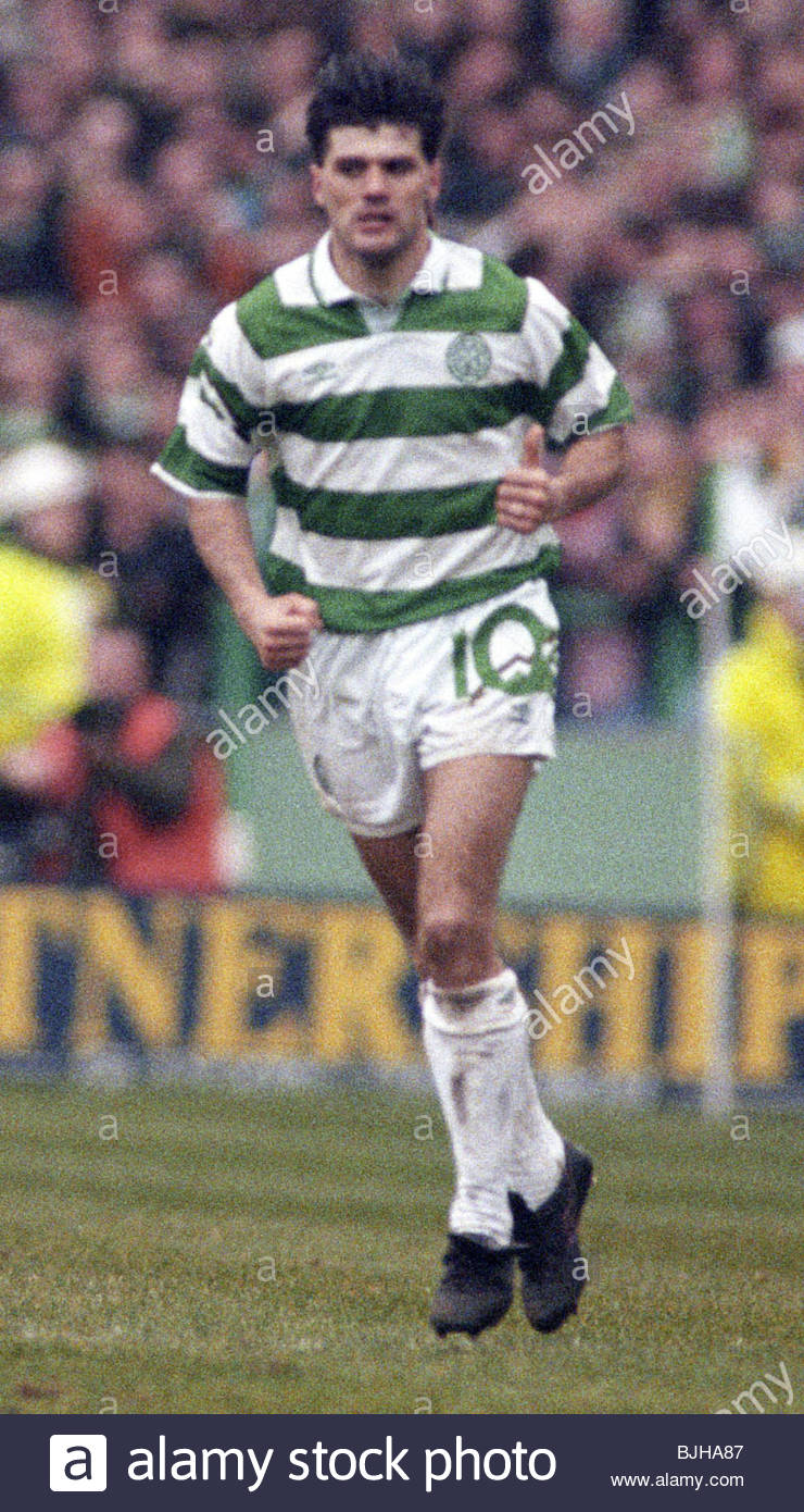20/03/93 PREMIER DIVISION CELTIC V RANGERS (2-1) CELTIC PARK - GLASGOW Andy Payton in action for Celtic. - Stock Image
