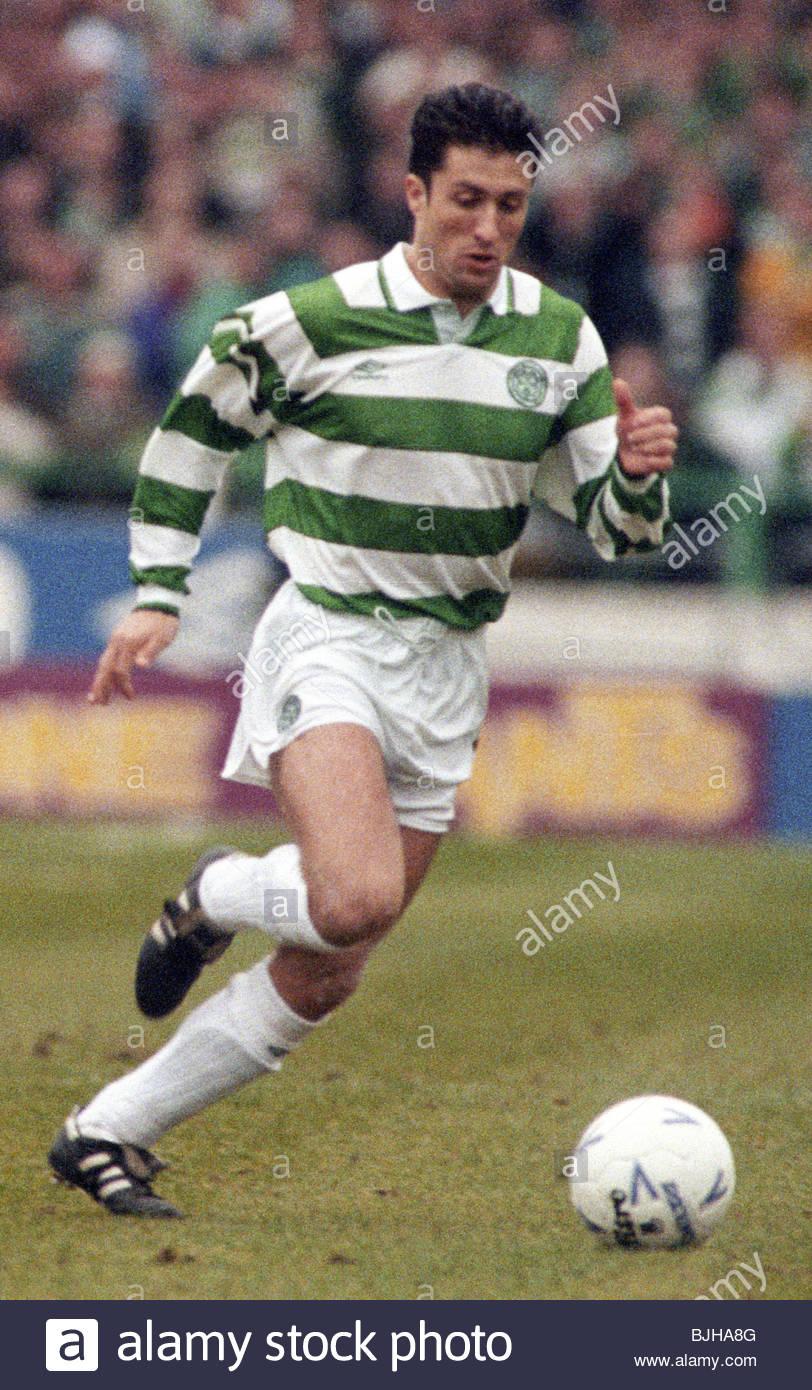 20/03/93 PREMIER DIVISION CELTIC V RANGERS (2-1) CELTIC PARK - GLASGOW John Collins in action for Celtic. - Stock Image