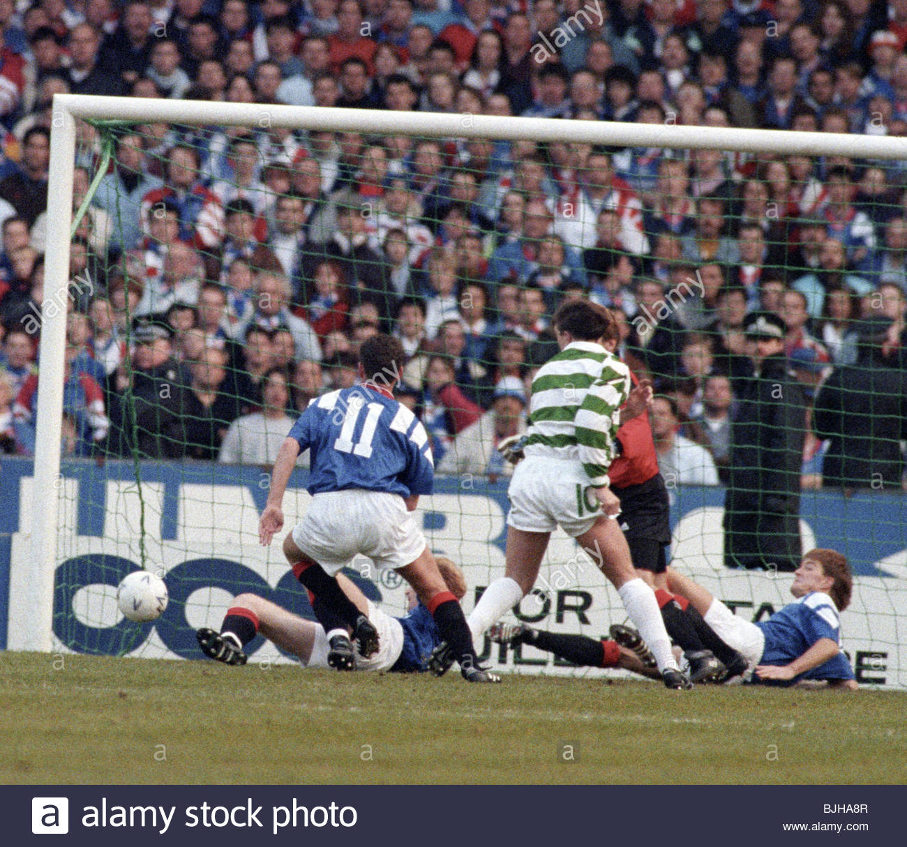 20/03/93 PREMIER DIVISION CELTIC V RANGERS (2-1) CELTIC PARK - GLASGOW The Rangers defence is helpless as the ball - Stock Image