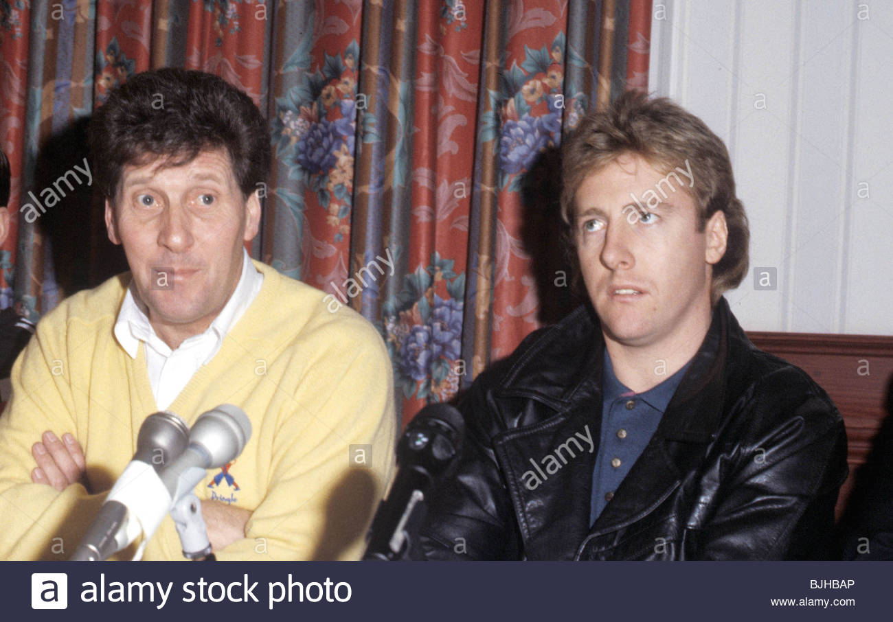 SEASON 1992/1993 PARTICK THISTLE Manager John Lambie (left) with new signing Frank McAvennie. - Stock Image