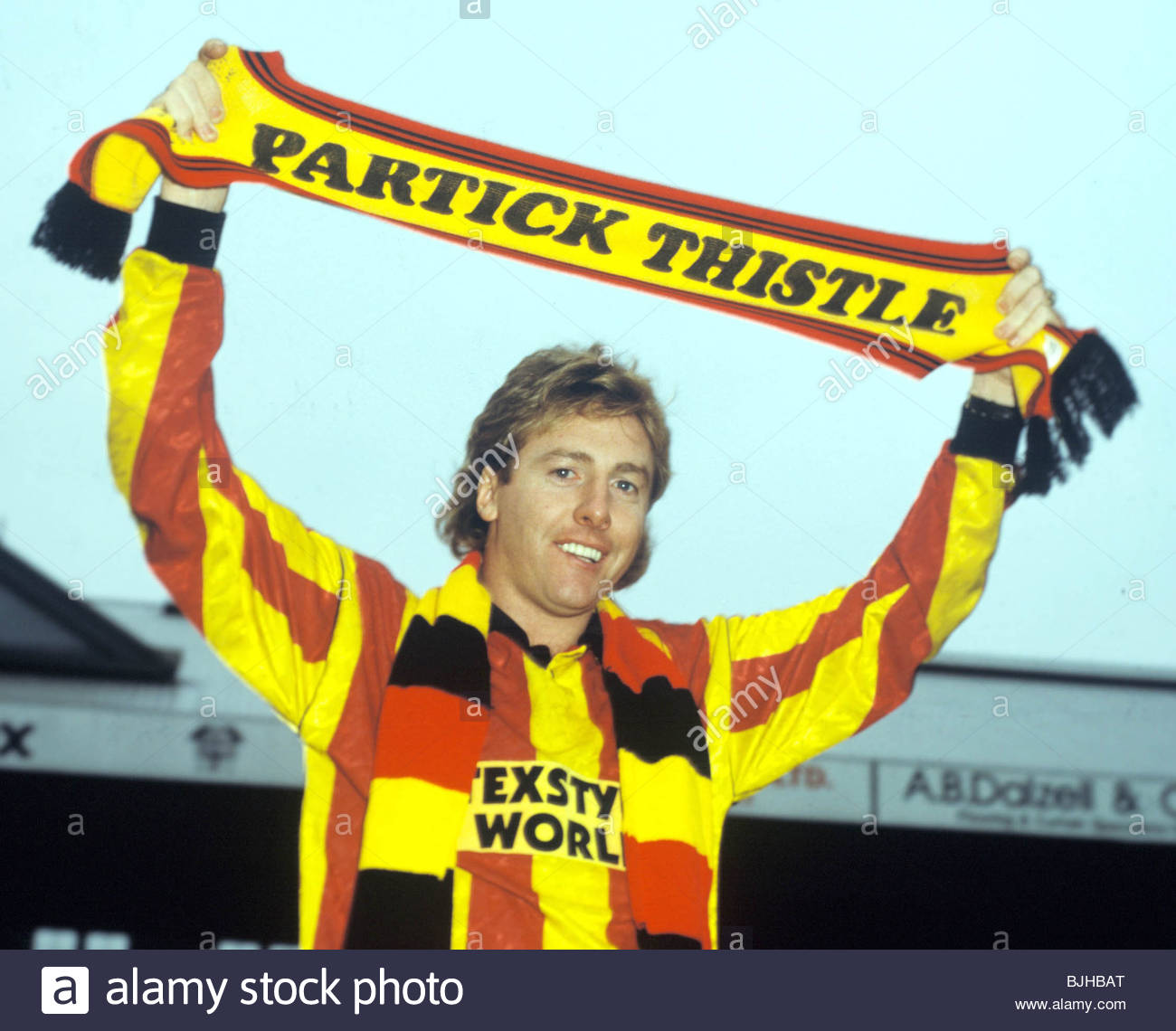 SEASON 1992/1993 PARTICK THISTLE Frank McAvennie signs for Partick Thistle. - Stock Image