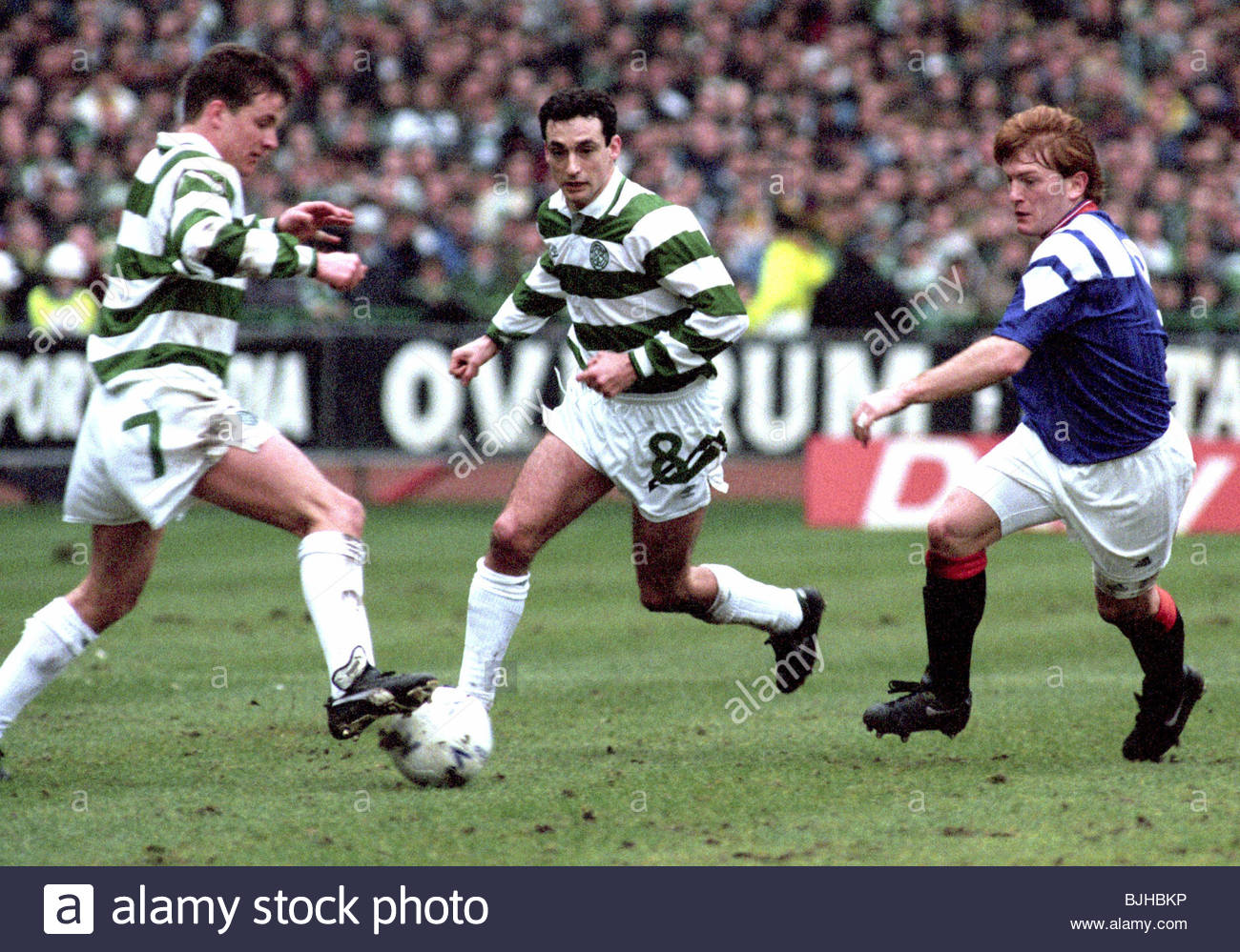 20/03/93 PREMIER DIVISION CELTIC V RANGERS (2-1) CELTIC PARK - GLASGOW Celtic's Stuart Slater (left) controls - Stock Image