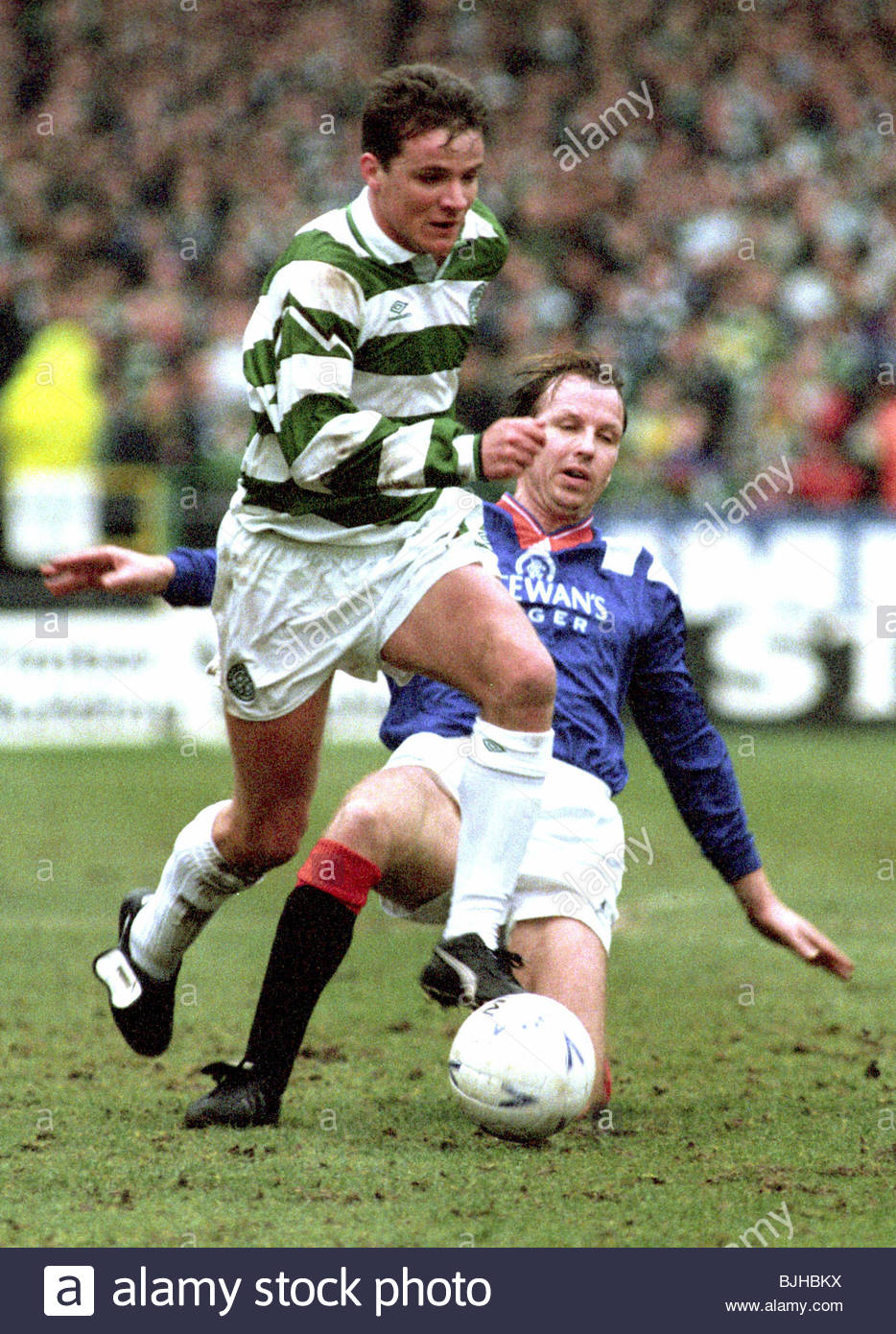 20/03/93 PREMIER DIVISION CELTIC V RANGERS (2-1) CELTIC PARK - GLASGOW Celtic's Stuart Slater (left) manages - Stock Image