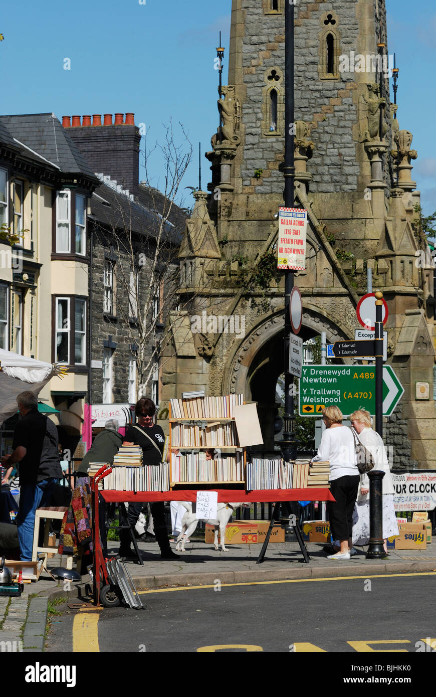 Secondhand book stall at Machynlleth market, Wales. - Stock Image