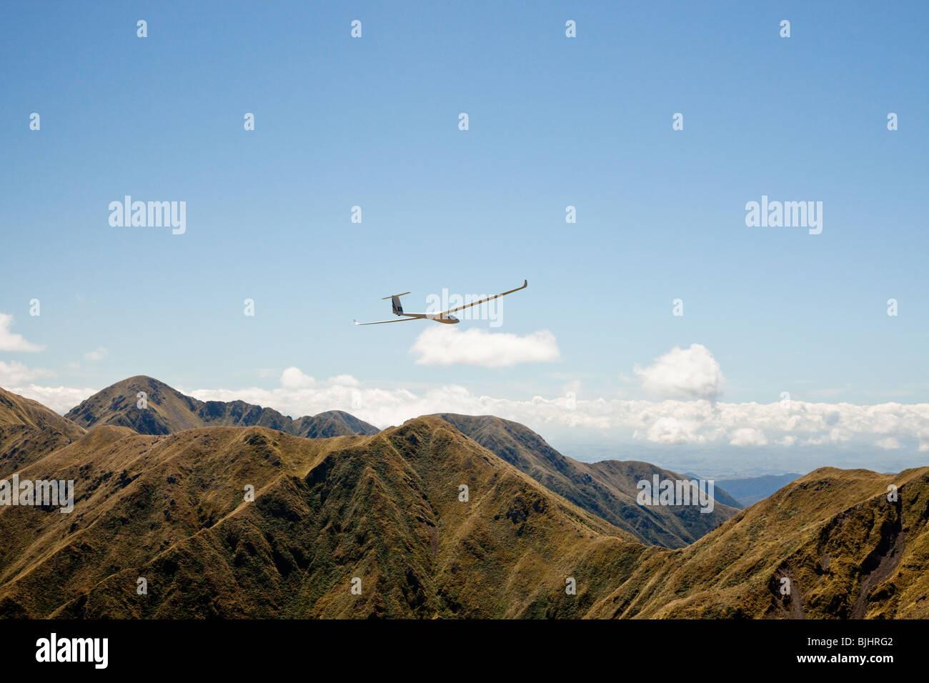 Glider flying over the Tararua Mountain Ranges, New Zealand - Stock Image