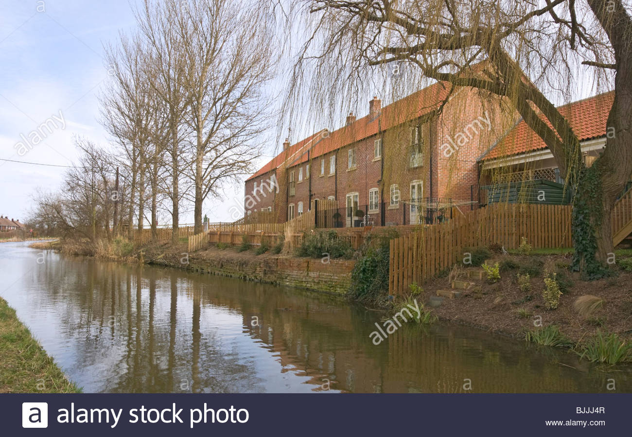Chesterfield Canal on the approach to Misterton Top Lock, Nottinghamshire. Stock Photo