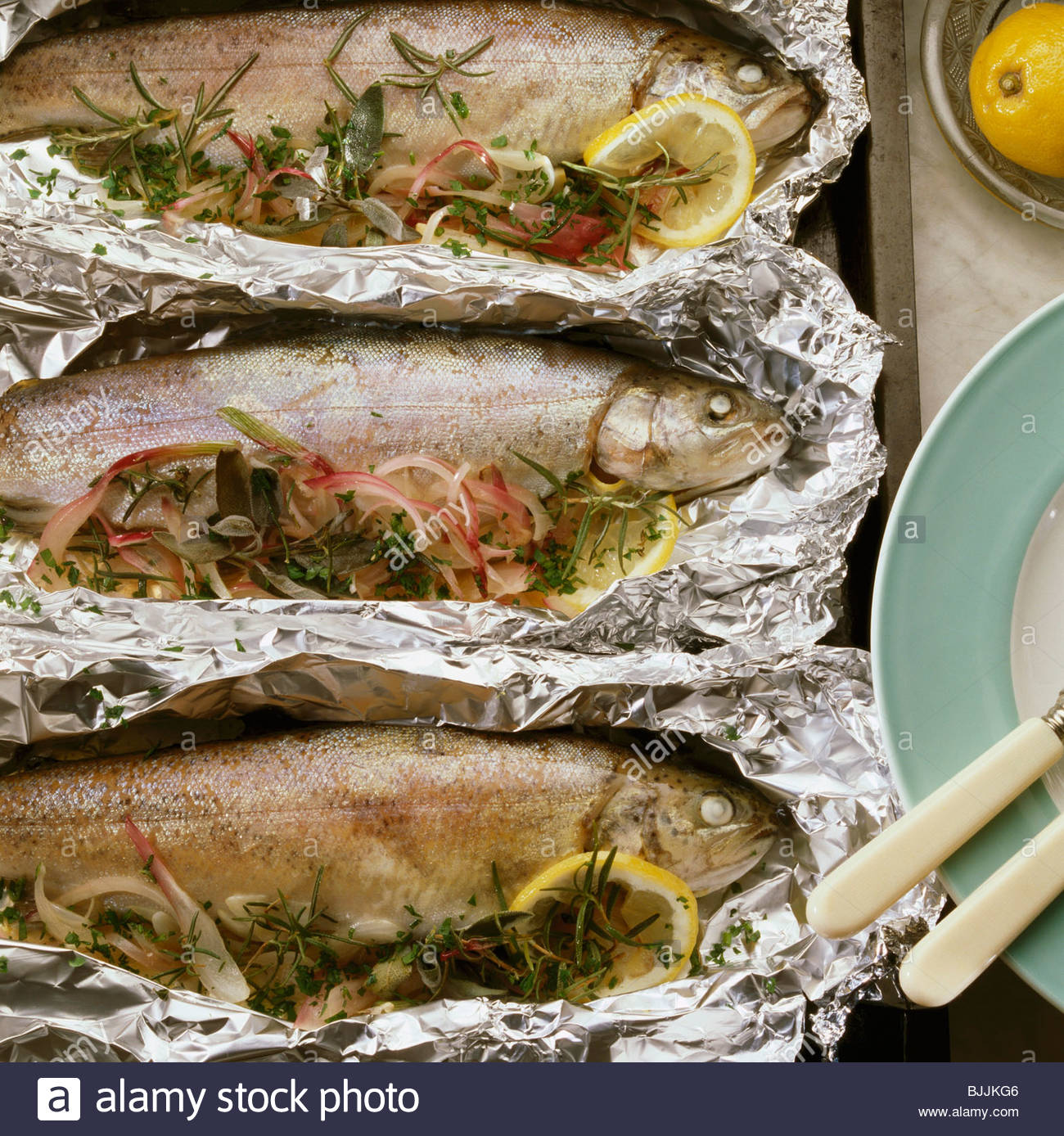 How to properly bake a mackerel in an oven in foil