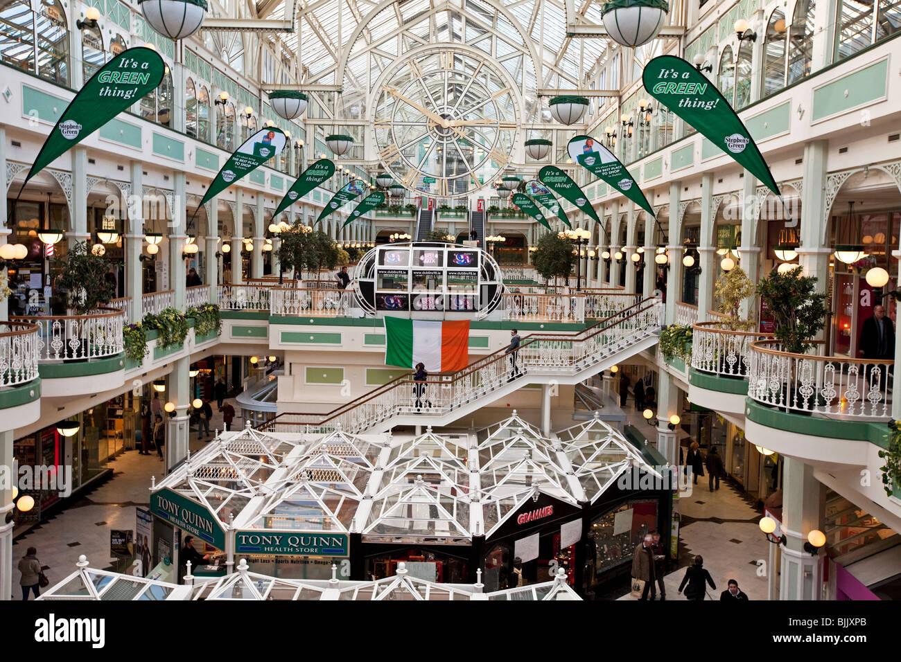 Shopping centre Dublin - Stock Image