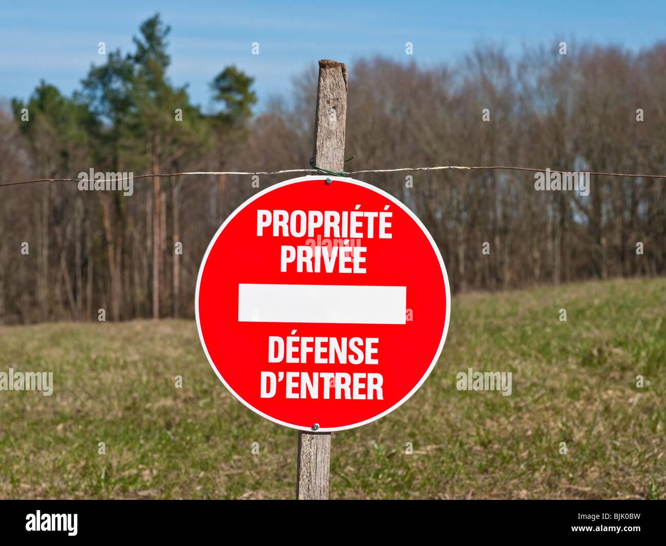 French Propriété Privée / Défence d'Entrer notice - Private Property / No Entry. - Stock Image