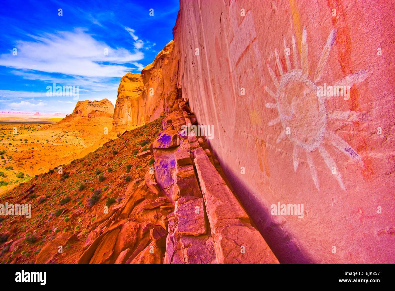 Ancient sun pictograph, Northern Arizona, Basketmaker culture rock paintings - Stock Image