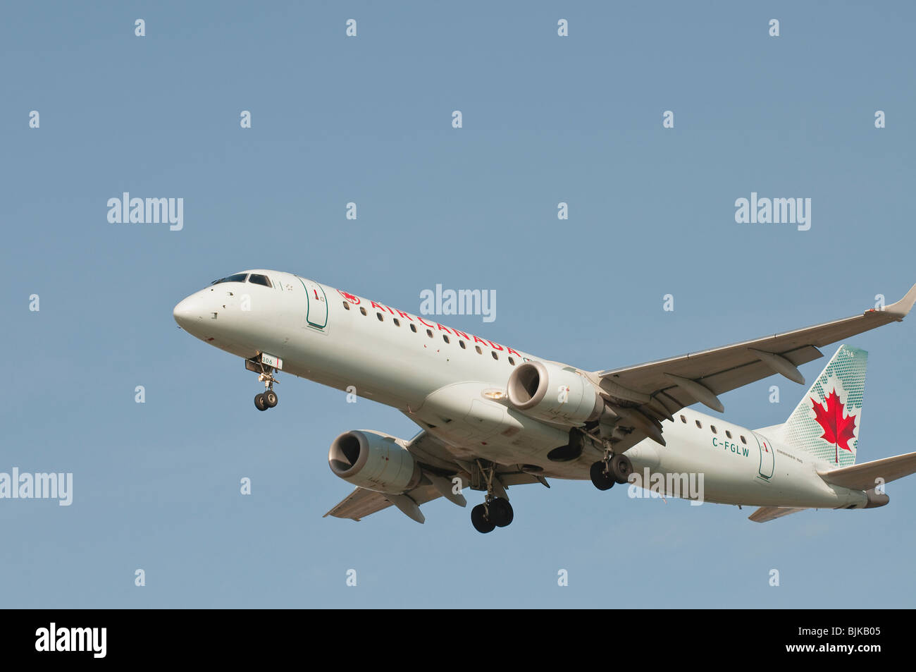 Air Canada Embraer 190 jetliner on final approach for landing - Stock Image