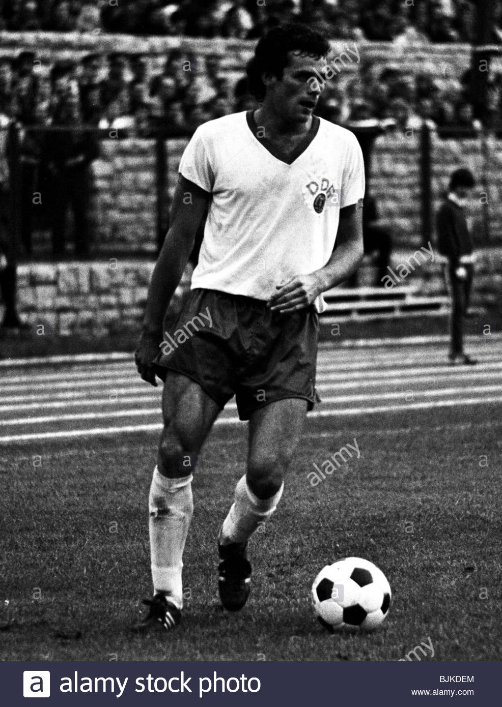 07/09/77 INTERNATIONAL FRIENDLY EAST GERMANY v SCOTLAND (1-0) WELTJUGEND STADIUM - EAST BERLIN Hartmut Schade in - Stock Image