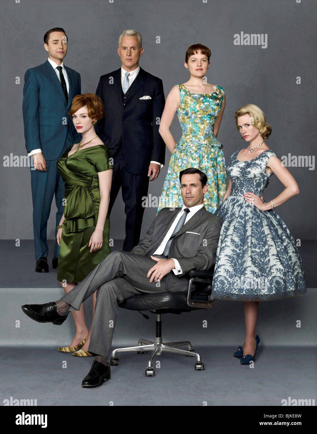 MAD MEN (TV) (2007) CHRISTINA HENDRICKS, ELISABETH MOSS, JANUARY JONES, VINCENT KARTHEISER, JOHN SLATTERY, JON HAMM - Stock Image