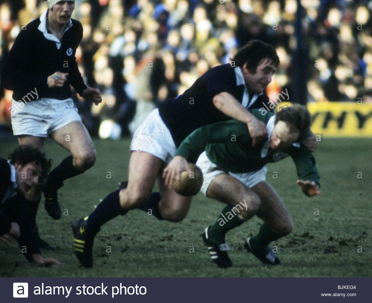 03/03/79 FIVE NATIONS SCOTLAND v IRELAND (11-11) MURRAYFIELD - EDINBURGH Scotland's Ian McLaughlan (left) challenges - Stock Image
