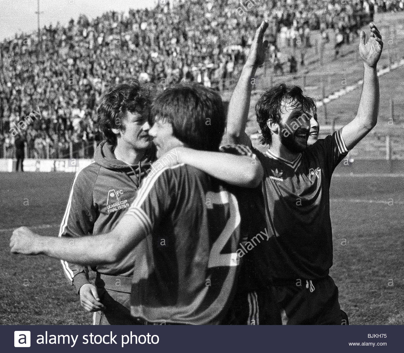 03/05/80 SCOTTISH LEAGUE DIVISION ONE HIBS V ABERDEEN (0-5) EASTER ROAD - EDINBURGH Aberdeen players celebrate as - Stock Image