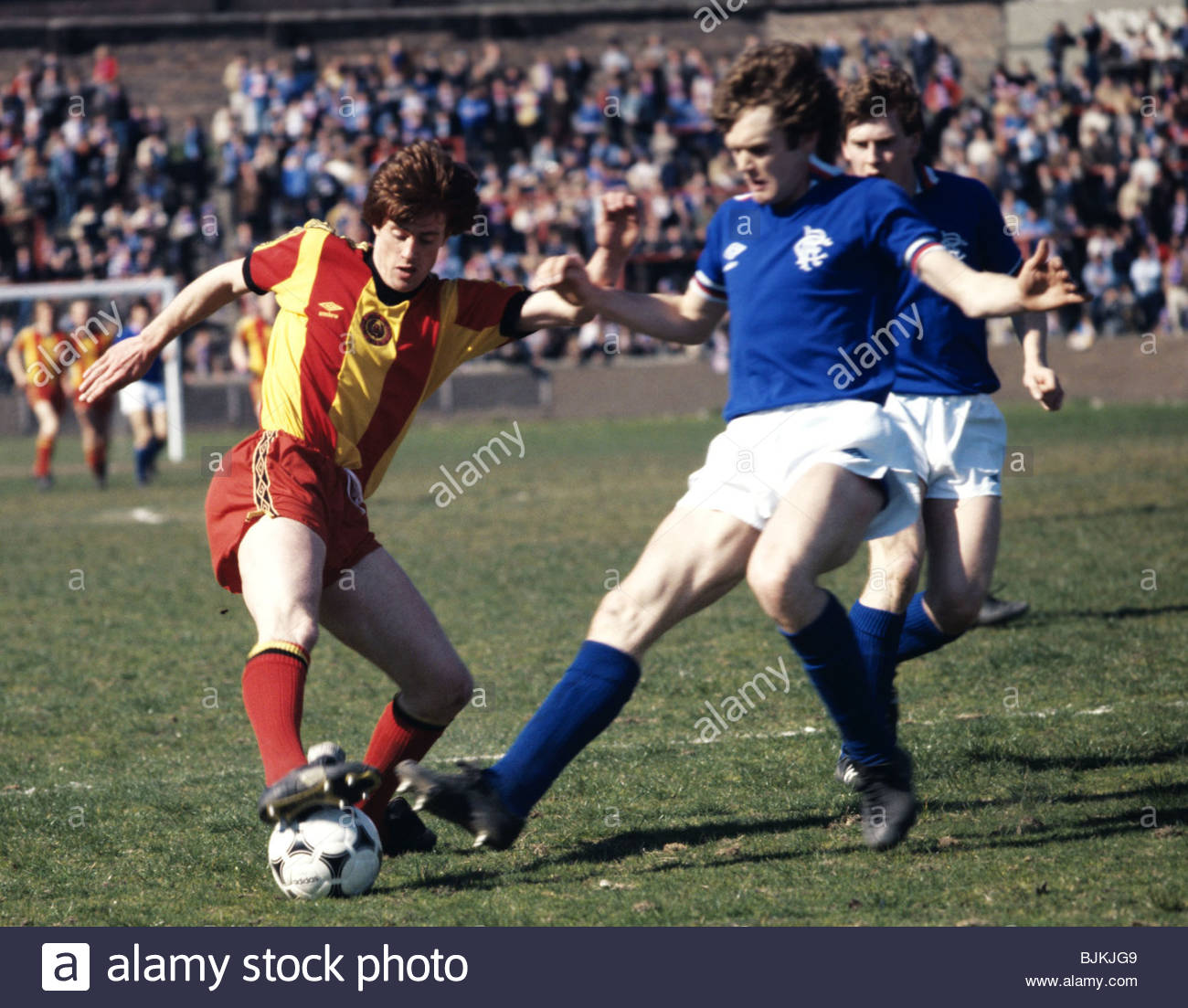 SEASON 1980/1981 PARTICK THISTLE v RANGERS FIRHILL - GLASGOW Partick's Jim Melrose (left) is challenged by Gregor - Stock Image