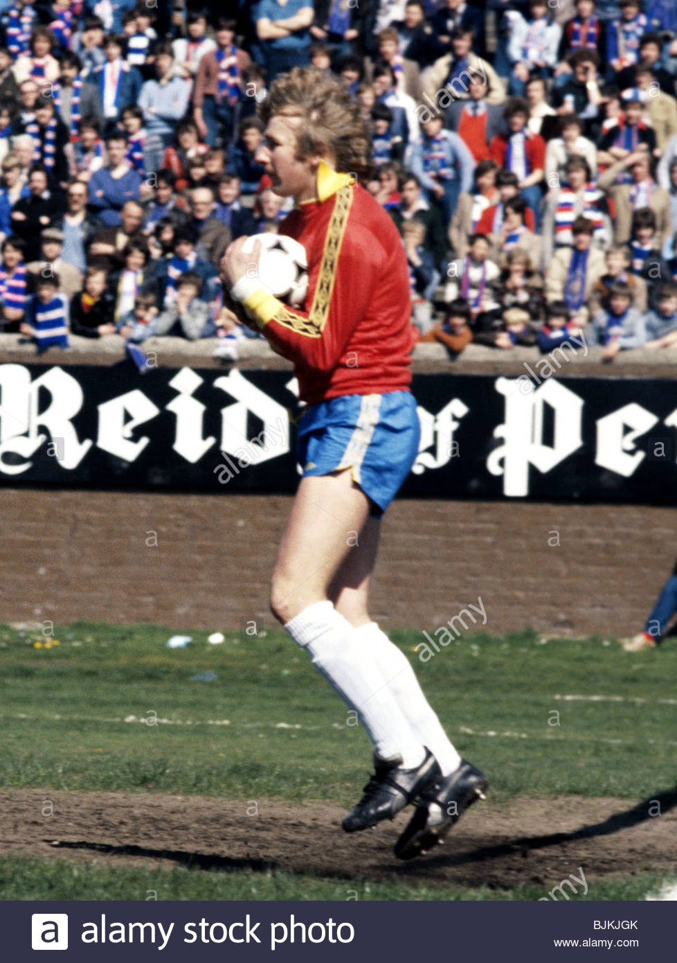 SEASON 1980/1981 PARTICK THISTLE v RANGERS FIRHILL - GLASGOW Partick Thistle goalkeeper Alan Rough. - Stock Image