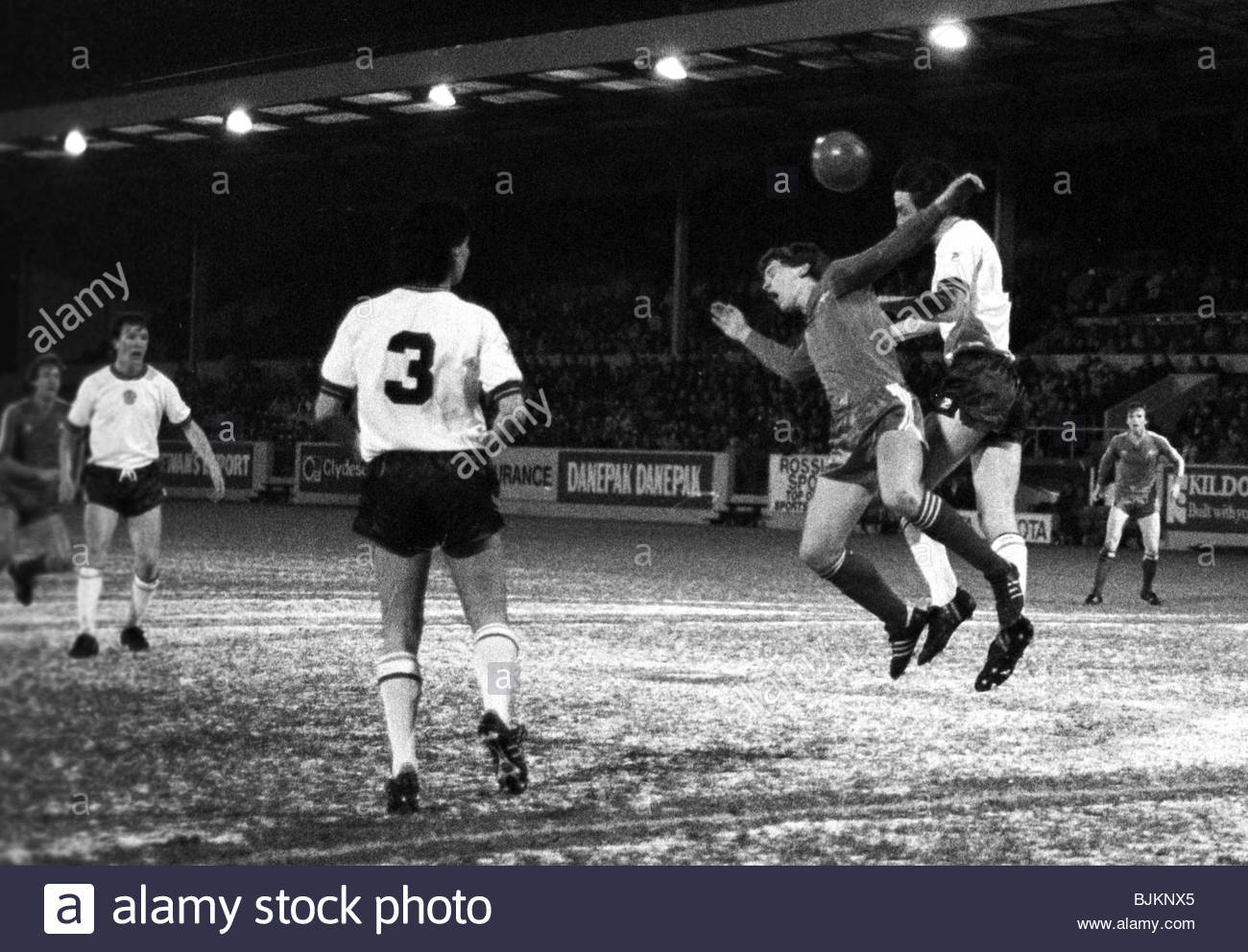 Pittodrie Black And White Stock Photos Images Alamy 02 Kaos Bola Distro 08 83 Premier Division Aberdeen V Motherwell 5 1