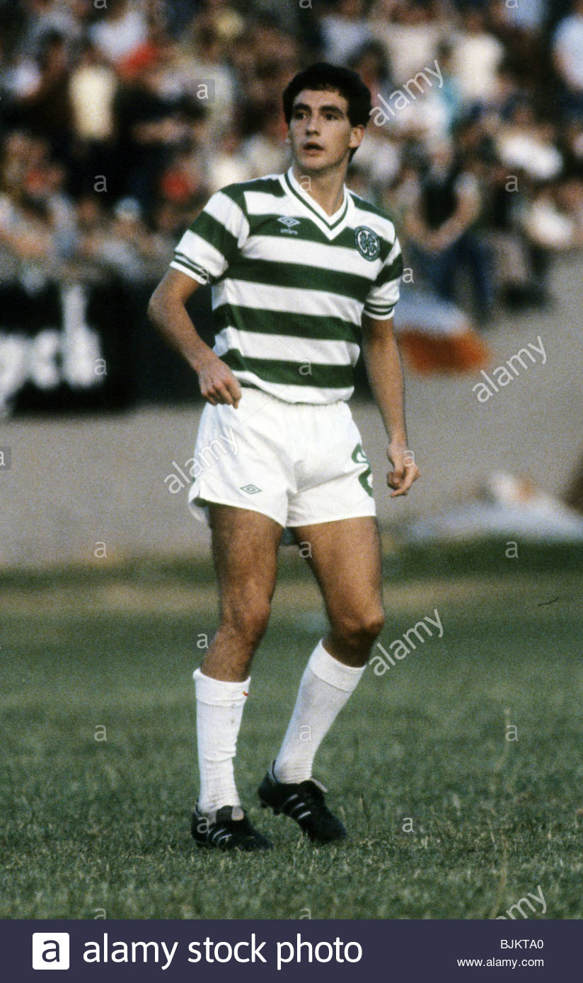 09/08/83 GLASGOW CUP PARTICK THISTLE v CELTIC (0-2) FIRHILL - GLASGOW Paul McStay in action for Celtic. - Stock Image