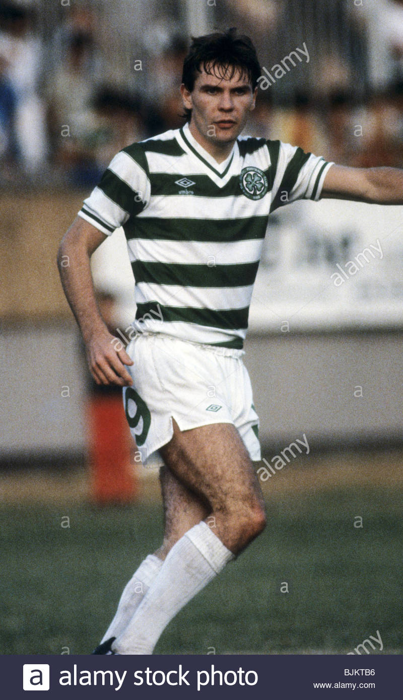 09/08/83 GLASGOW CUP PARTICK THISTLE v CELTIC (0-2) FIRHILL - GLASGOW Brian McClair in action for Celtic. - Stock Image