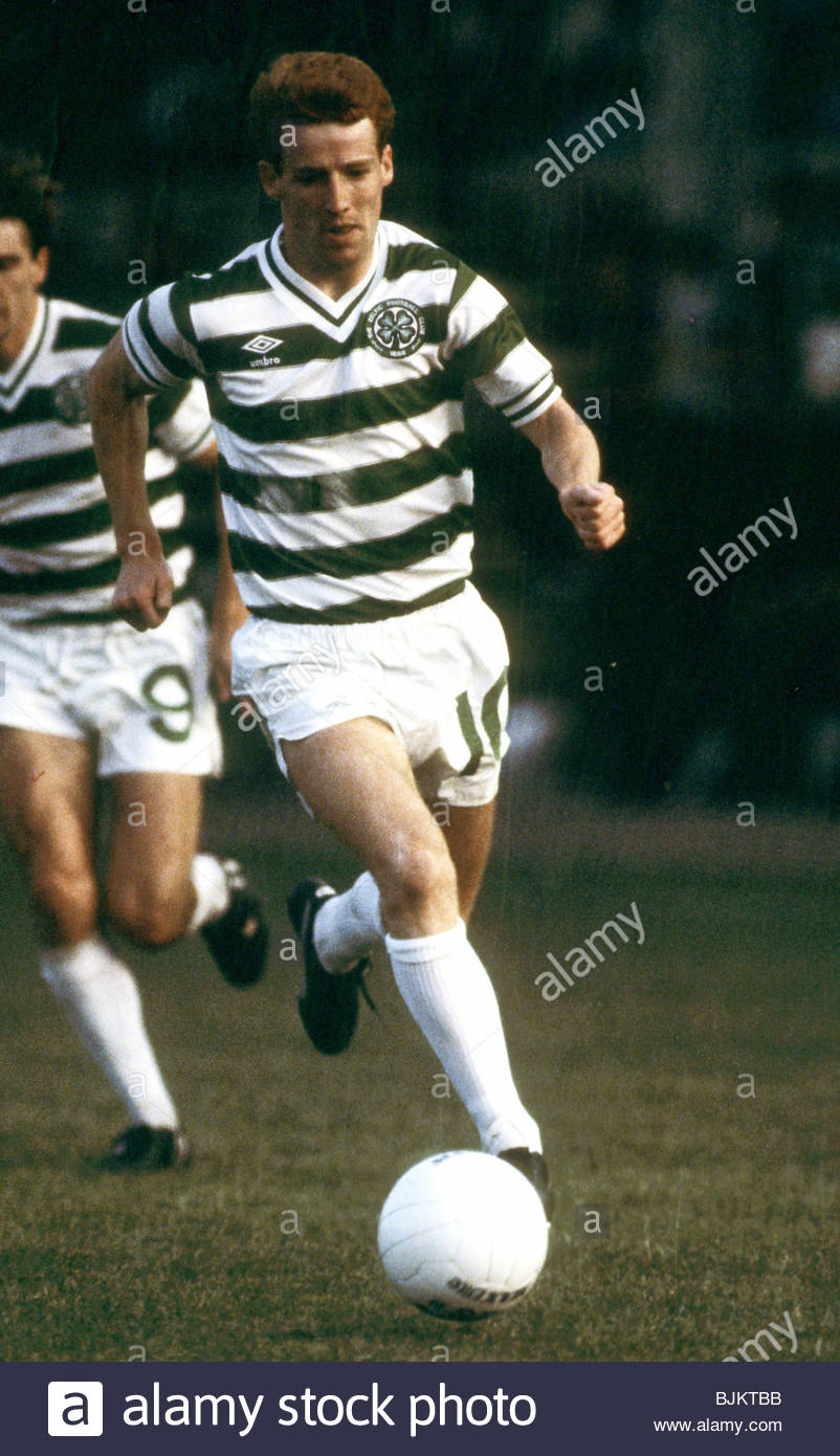 09/08/83 GLASGOW CUP PARTICK THISTLE v CELTIC (0-2) FIRHILL - GLASGOW Tommy Burns in action for Celtic. - Stock Image