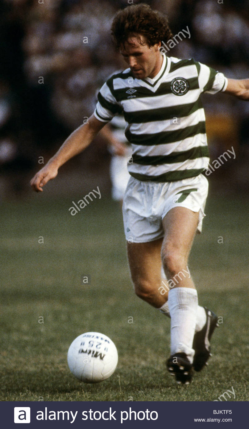 09/08/83 GLASGOW CUP PARTICK THISTLE v CELTIC (0-2) FIRHILL - GLASGOW Davie Provan in action for Celtic. - Stock Image