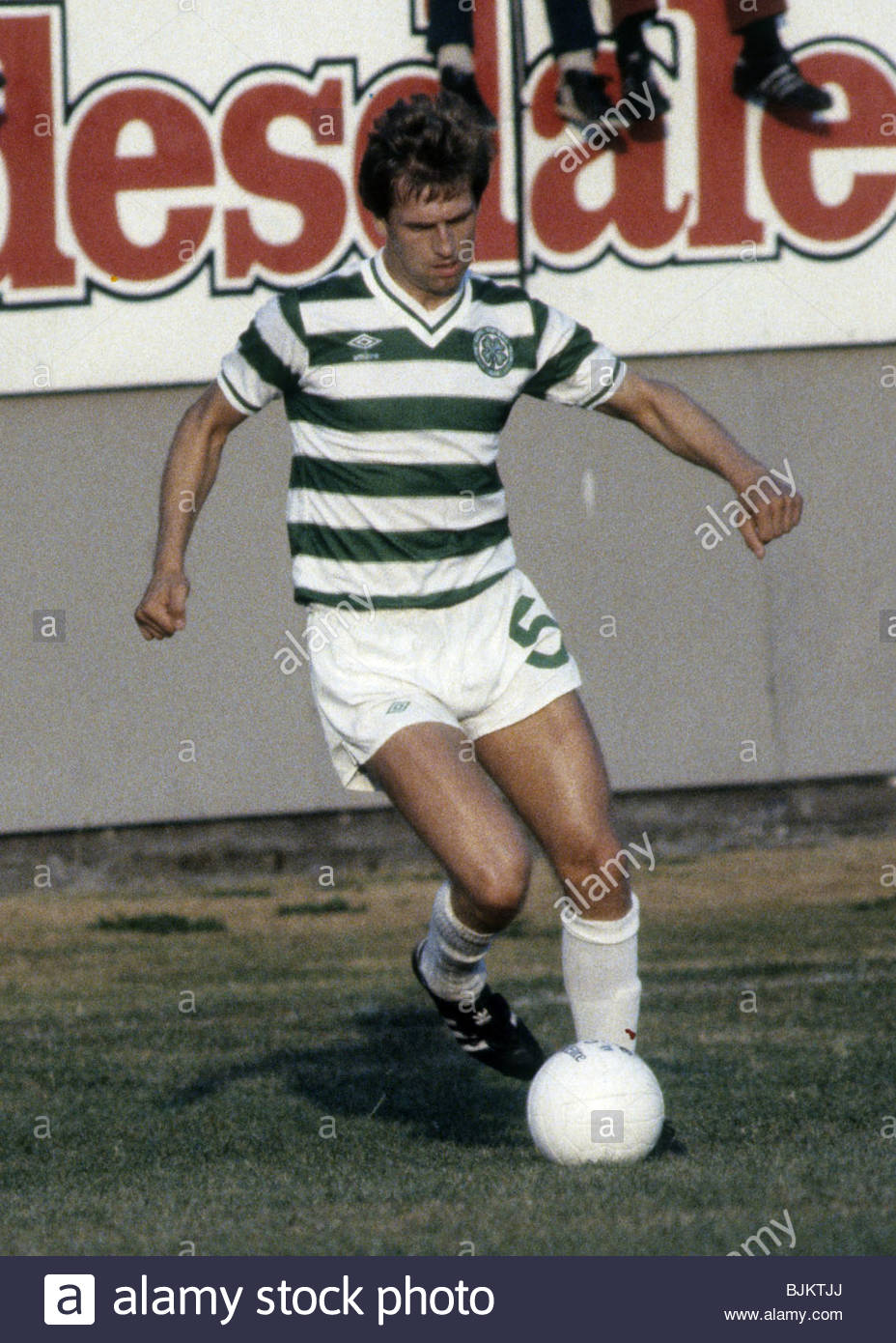 09/08/83 GLASGOW CUP PARTICK THISTLE v CELTIC (0-2) FIRHILL - GLASGOW Tom McAdam in action for Celtic. - Stock Image