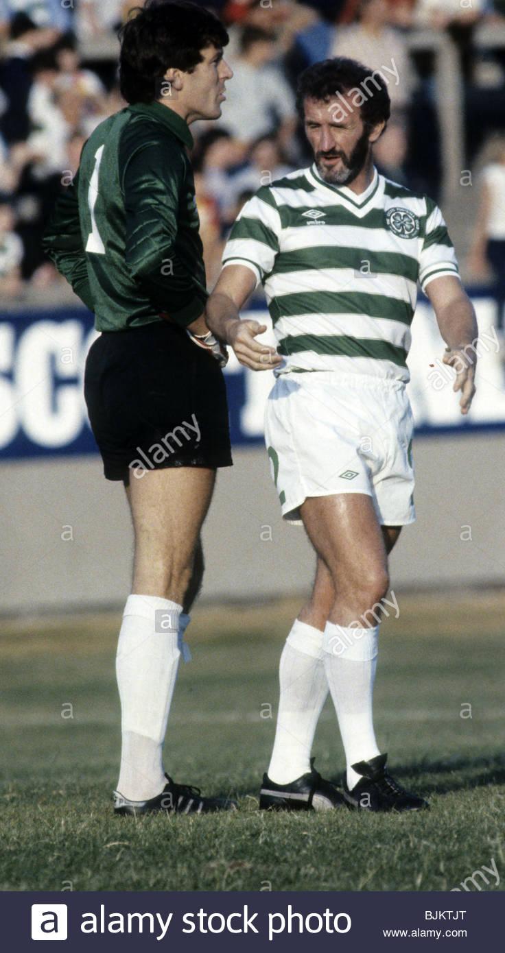 09/08/83 GLASGOW CUP PARTICK THISTLE v CELTIC (0-2) FIRHILL - GLASGOW Celtic's Pat Bonner (left) and Danny McGrain. - Stock Image