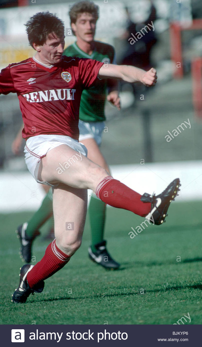 SEASON 1984/1985 HEARTS Derek O'Connor in action - Stock Image