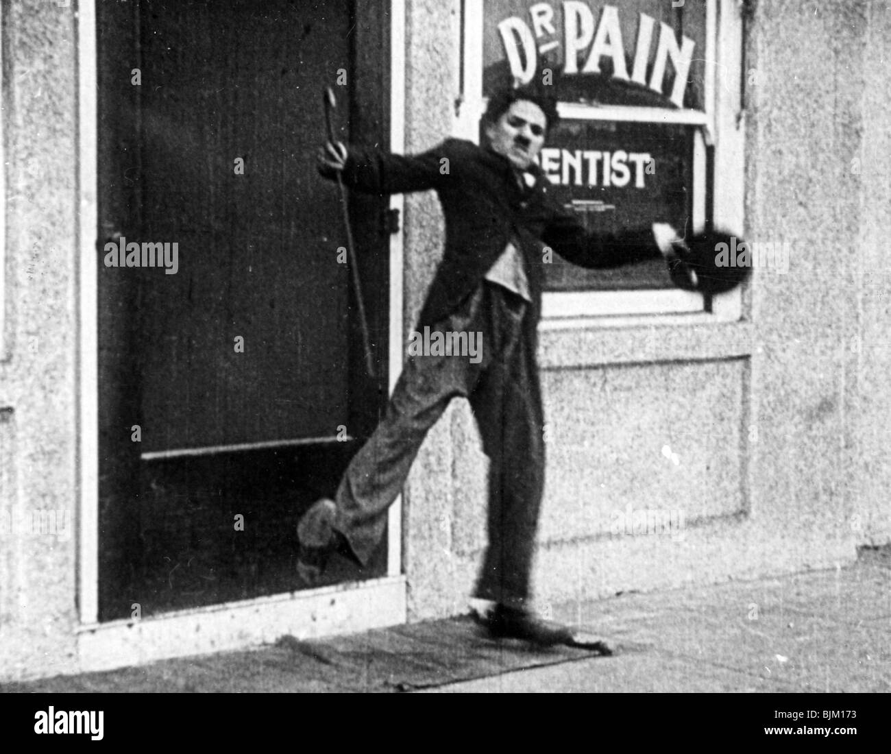 CHARLIE CHAPLIN PORTRAIT IN LAUGHING GAS (1914) CCPL 09 - Stock Image
