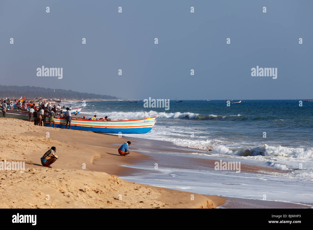 Fishermen prepare for taking their fishing boats out to sea, Somatheeram Beach, Malabarian Coast, Malabar, Kerala - Stock Image
