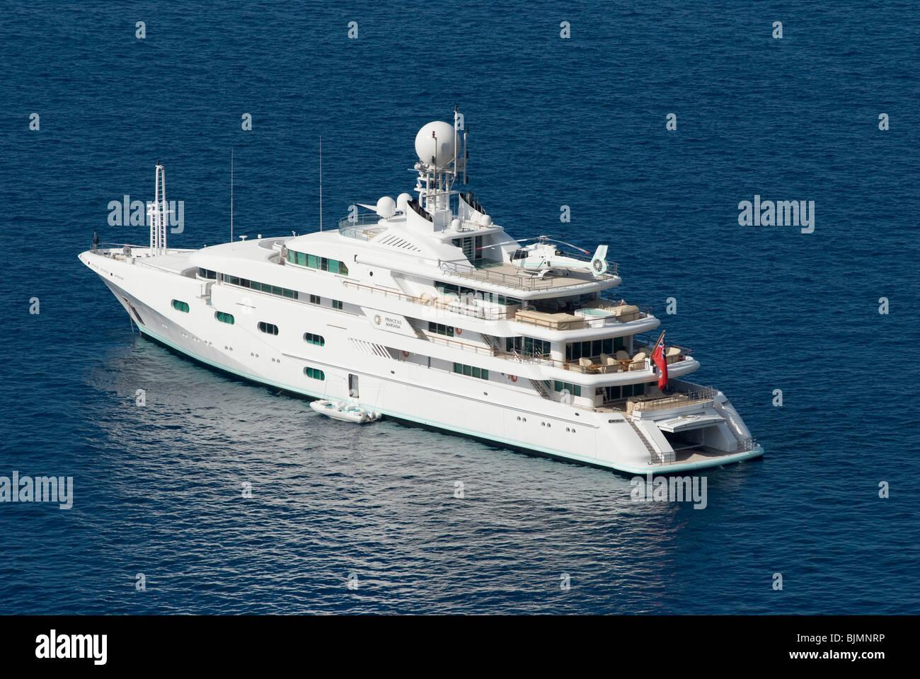 Italien, Kampanien, Insel Capri, Luxusjacht am Meer   Italy, Campania, Isle of Capri, luxury yacht - Stock Image