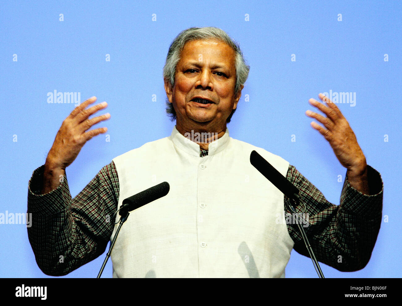 Bangladesh economist and founder of the Grameen Foundation Muhammad Yunus speaks in Tokyo, Japan. - Stock Image