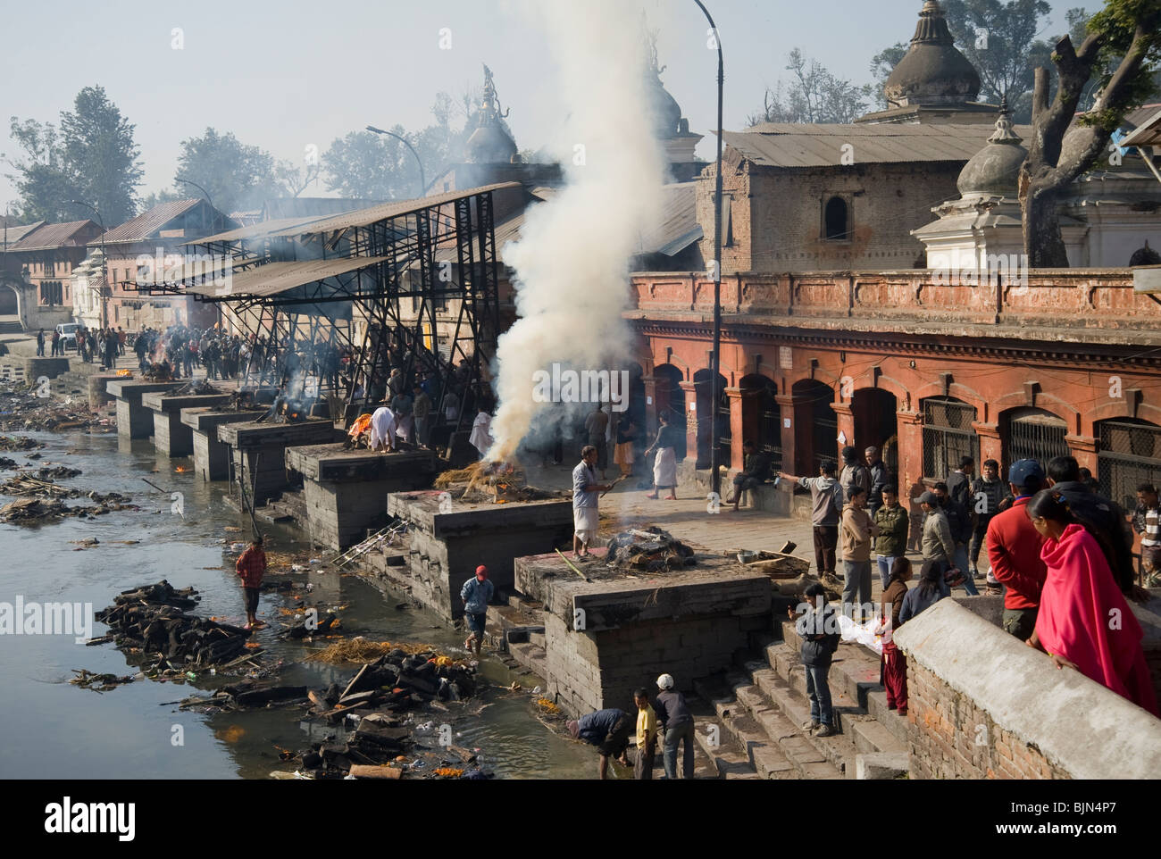 Ceremonial cremations on the ghats in Pashupatinath Kathmandu, Nepal - Stock Image