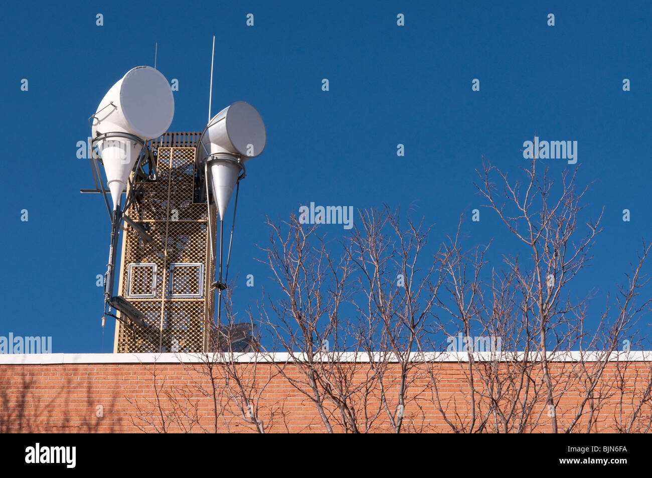 Satellite, mobile telecommunications mast on top of an office building in Flagstaff, Arizona. - Stock Image