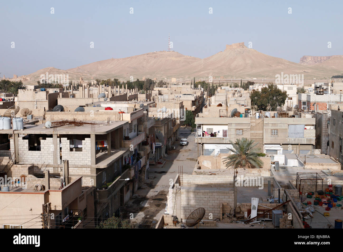 City of Tadmur near  Palmyra in Syria. On the hill top is Fakhreddin Almaani castle. - Stock Image
