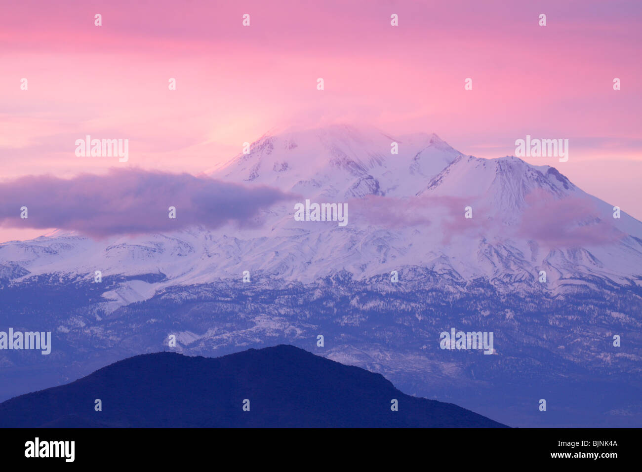 Morning light at sunrise on Mount Shasta-California, USA. - Stock Image