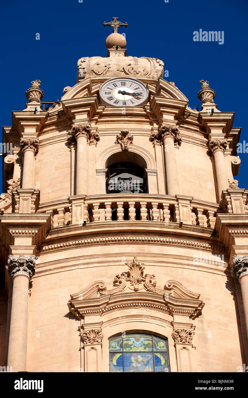 Baroque cathedral of St George designed by Rosario Gagliardi , Plaza Duomo, Ragusa Ibla, Sicily. - Stock Image