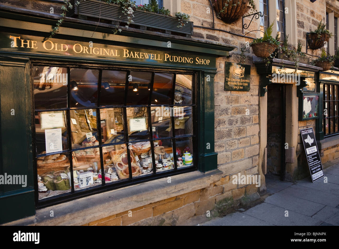 The Old Original Bakewell Pudding Shop, The Square, Bakewell, Peak District National Park, Derbyshire. - Stock Image