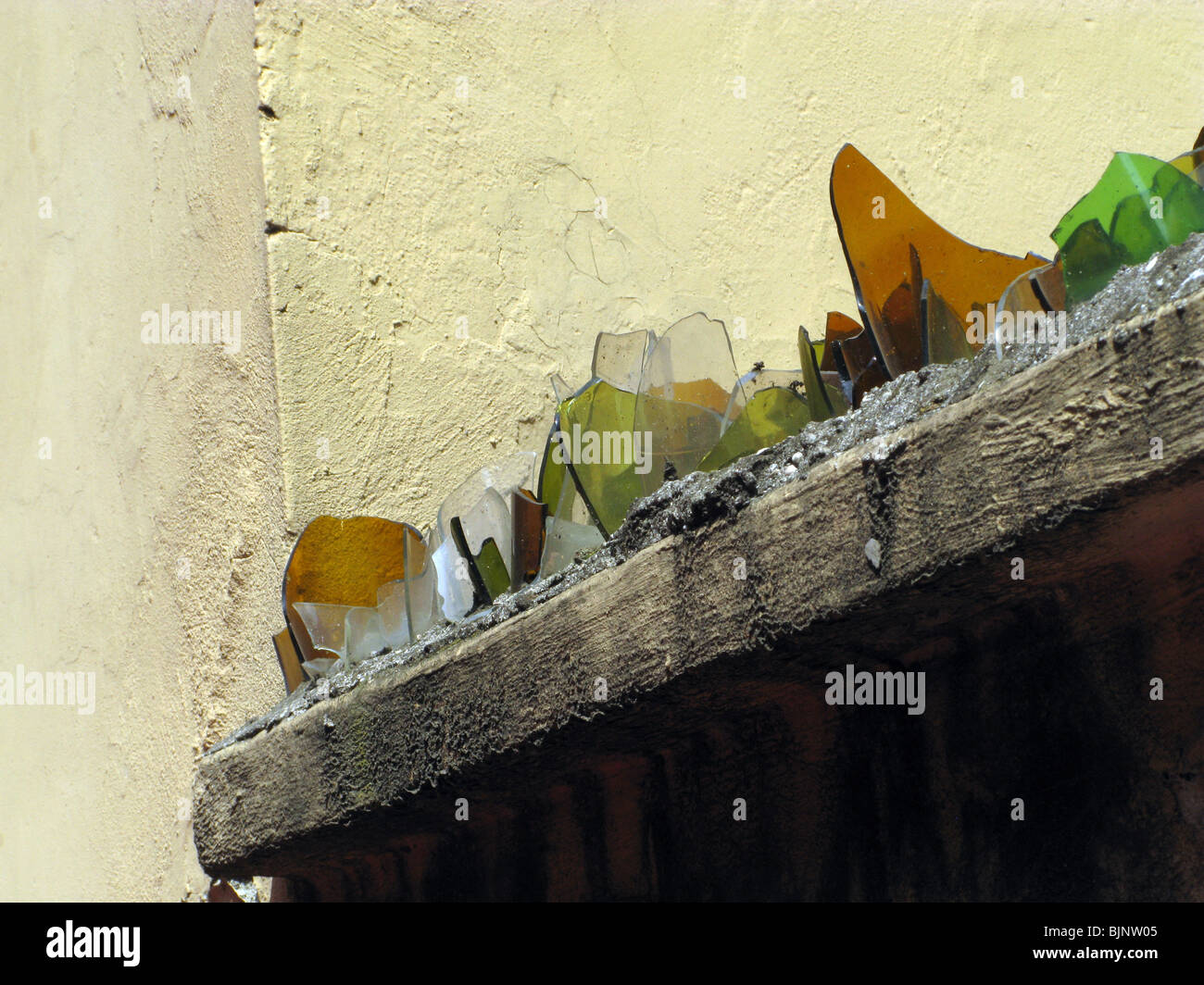 Broken Glass On Top Of A Wall Stock Photos & Broken Glass On Top Of ...
