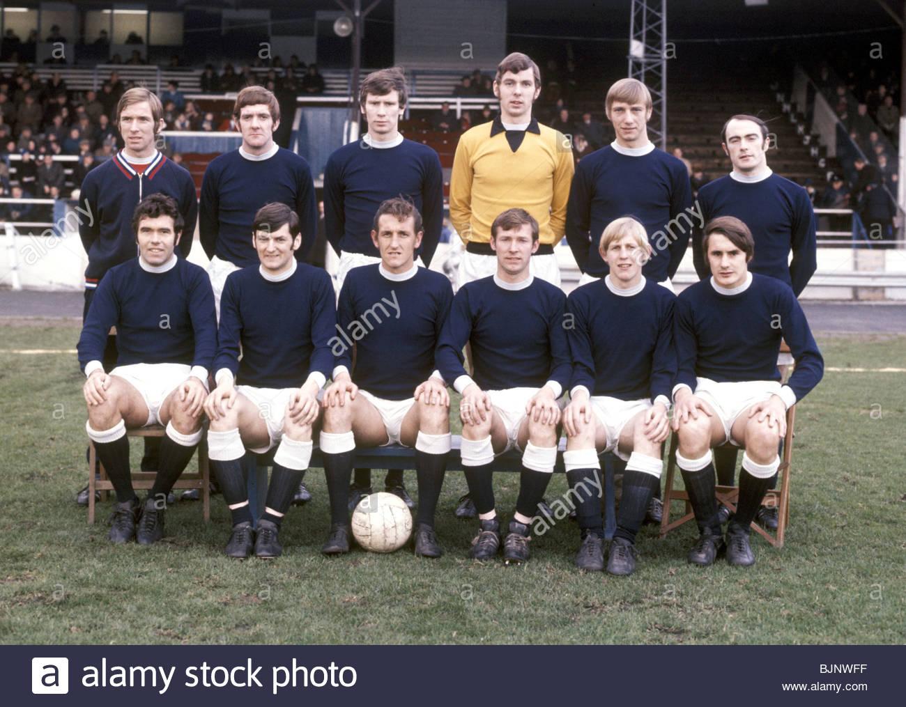 1970/1971 FALKIRK TEAM Back row (L to R) Dennis Setterington, John Markie, Gregor Abel, Stuart Rennie, George Gibson, - Stock Image